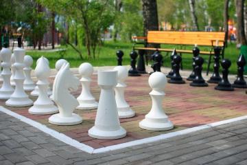 outdoor-chess-set-1